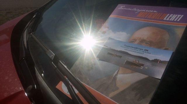 mainos-auton-ikkunassa